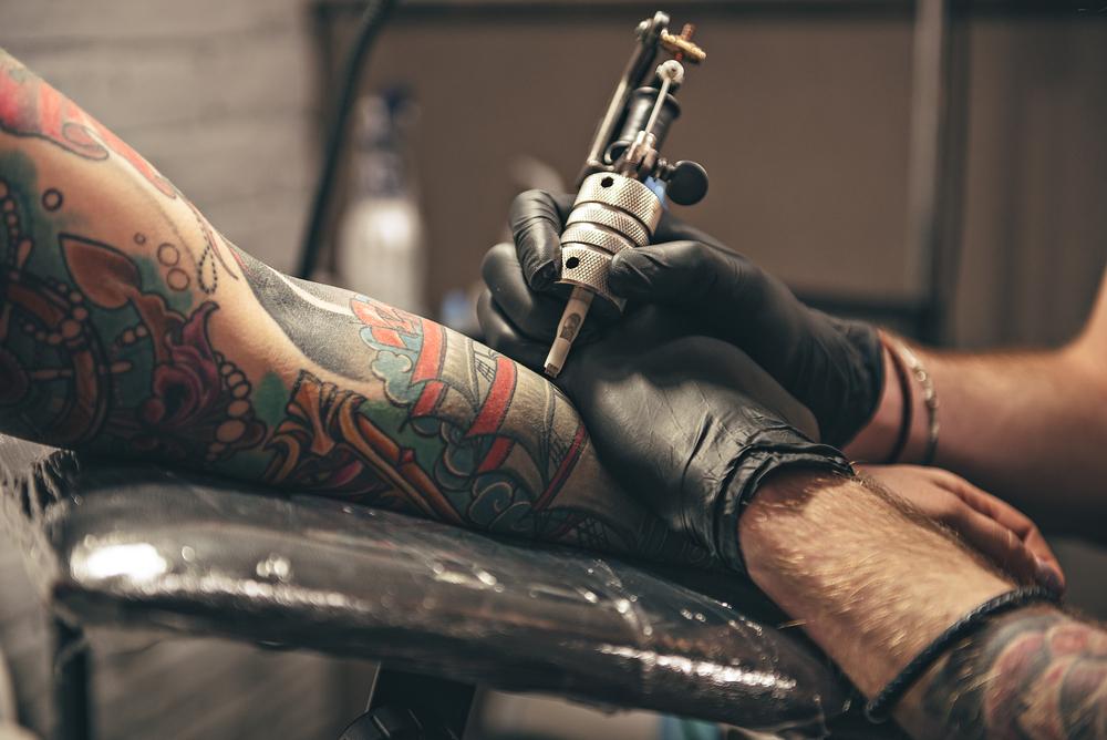 Színvonalas tetováló bútorok